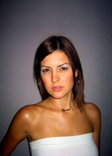 16 מתוק | על נערות וגיל ההתבגרות מוזיאון בת ים לאמנות (MOBY), יוני – אוקטובר 2007, תערוכה קבוצתית נלווית קטלוג