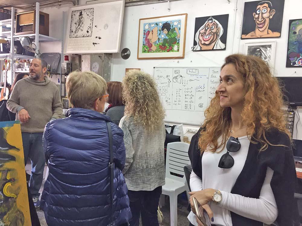 סיור גלריות: מפגש עם טל גולני ומתן אורן בגלריה p8 | ביקור סטודיו אצל יובל כספי, צייר קומיקס